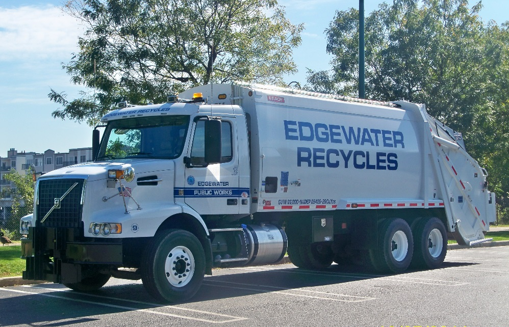 NEW RECYCLING GARBAGE TRUCK